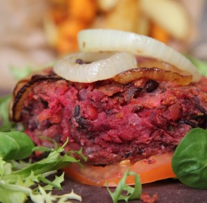 Burger with chips and tomato paste (5) EPJ