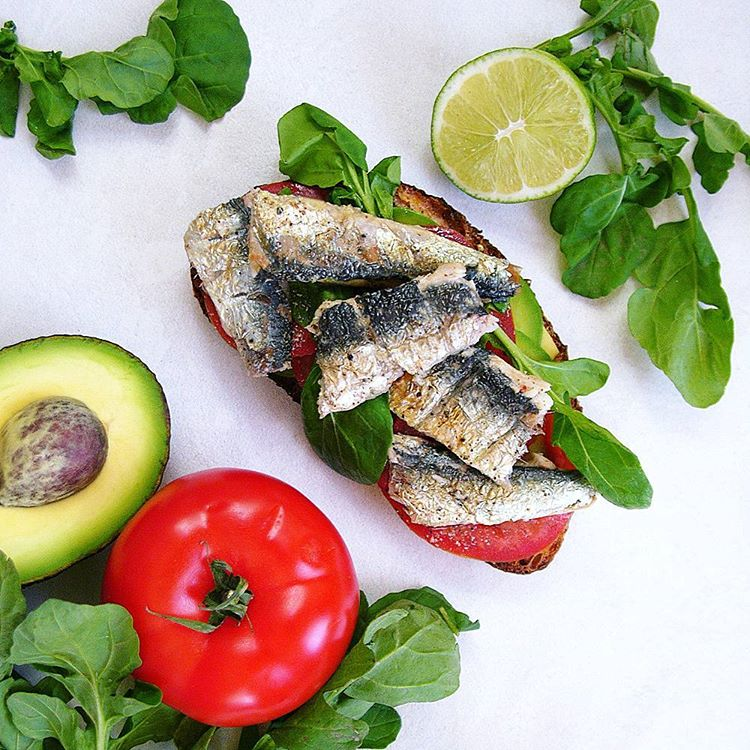 Heres an easy peasy omega3 rich proteinpacked healthysnack lunch orhellip