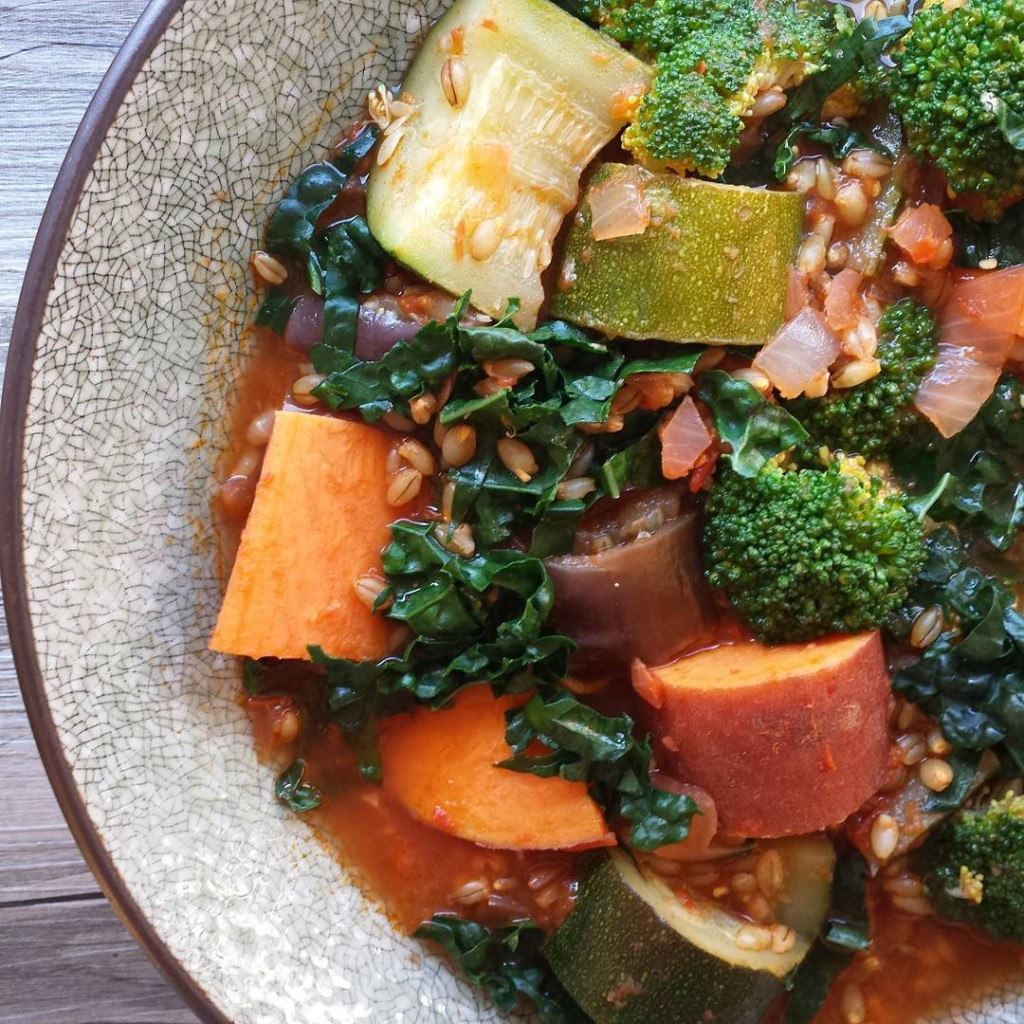 This Chunky Vegetable and Barley Stew, not only tastes delicious but is also packed with minerals like copper and phosphorus. These are the super-duo essential for cell regeneration and building collagen. It's so versatile too as you can swap and choose the vegetables that take your fancy on the day. You can find the #recipe on my website at epjhealth.com  I really enjoy making this one too... there's something incredibly therapeutic about chopping and preparing vegetables - or is that just me?  I hope you had the loveliest weekend!!  . . .  #thisisfall #myopenkitchen #darlingweekend #onthetable #feedfeed #eattheworld