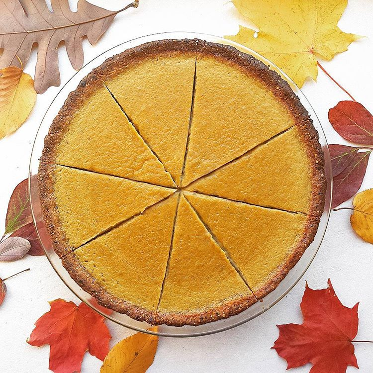 'Tis the season for everything #pumpkin! Celebrating today's #virtualpumpkinparty with a #madefromscratch #glutenfree #refinedsugarfree #PumpkinPie recipe at epjhealth.com ✨